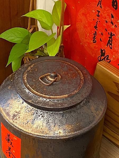 A92康嘉良2斤墨金茶罐-3.jpg