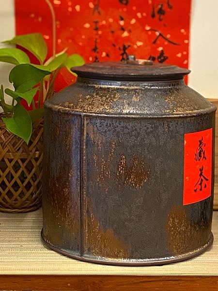 A92康嘉良2斤墨金茶罐-4.jpg