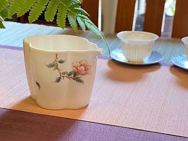 手繪花紋茶盅-3.jpg