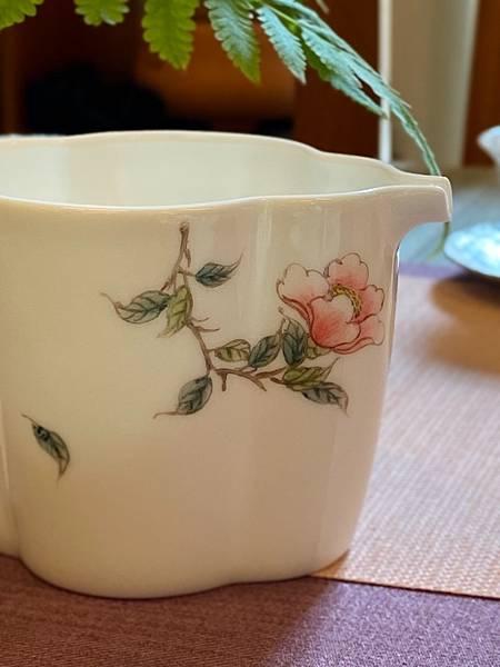 手繪花紋茶盅-1.jpg