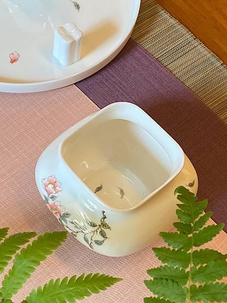 手繪山茶花瓷水方-5.jpg