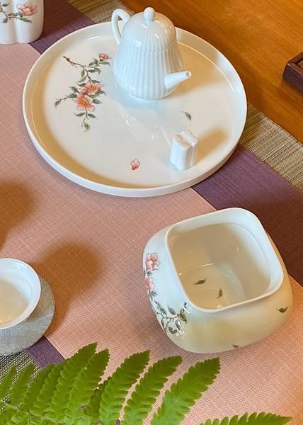 手繪山茶花瓷水方-2.jpg