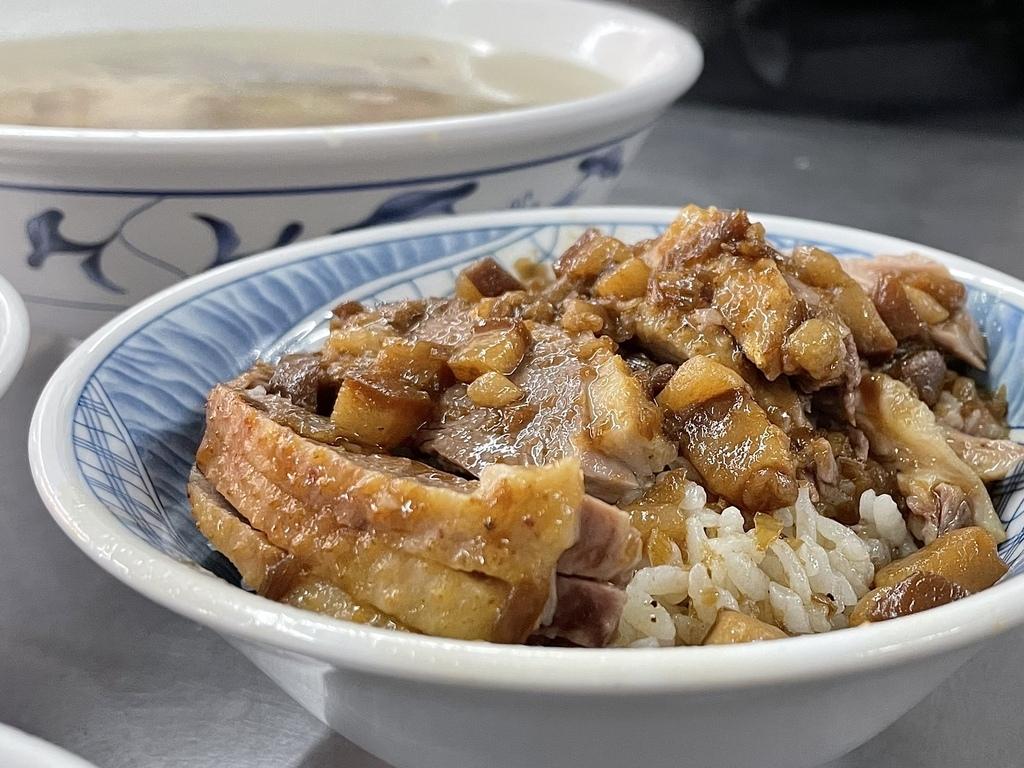 高雄必吃美食高雄旅遊鹽埕美食鴨肉珍 (2).jpg