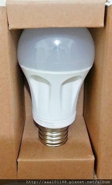 霞光坊KASUMILIGHTING 多立克Doric 高導熱塑膠LED燈泡 (4).jpg