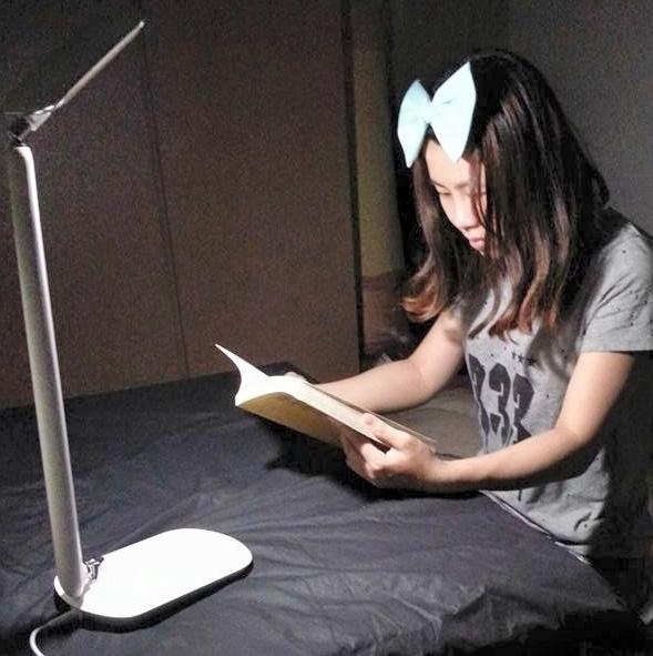 知視家LED護眼檯燈 KG680 (16).jpg