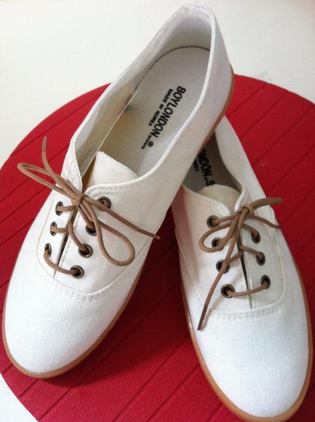 膠底鞋.jpg