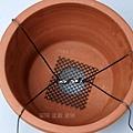 放置防蟲網和固定用的鋁線