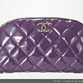 紫色漆皮化妝包 售價NT$48,700.jpg