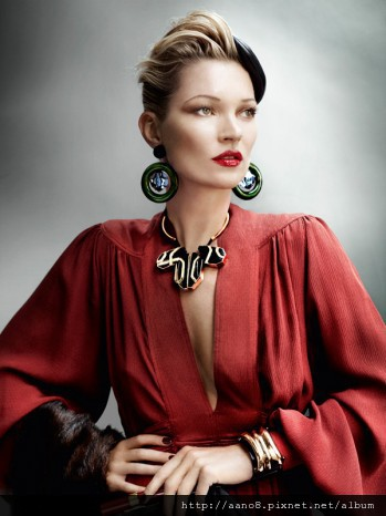 Kate-Moss-by-Mario-Testino-for-Vogue-UK-August-260711-8-349x466.jpg