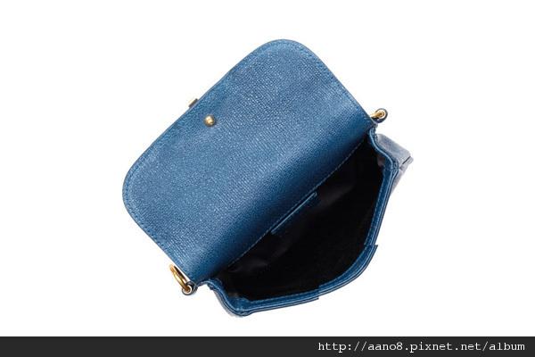 yves-saint-laurent-chyc-mini-leather-belt-bag-004.jpg