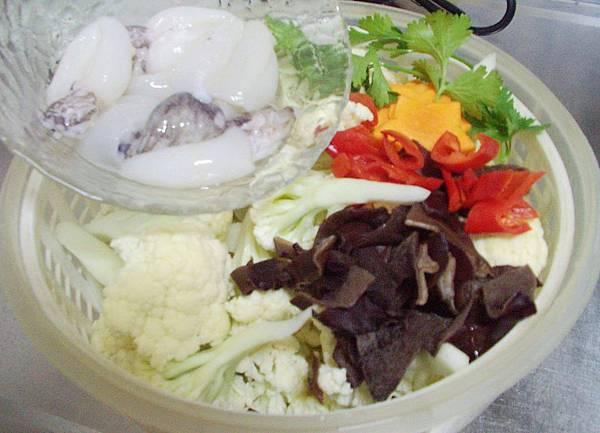 白花椰菜燴小花枝 (1)