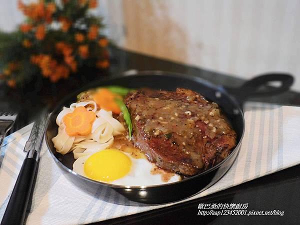 【沙朗牛排佐黑胡椒醬】