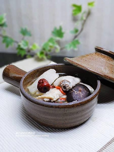 試用巧活黑鑽雞~【竹笙香菇雞湯】