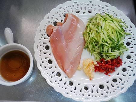 雞絲涼拌小黃瓜 (1)