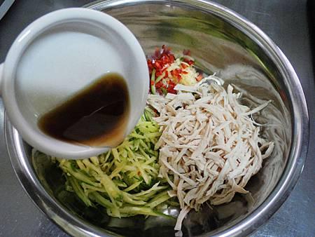 雞絲涼拌小黃瓜 (3)