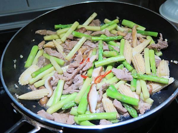 蘆筍炒肉絲 (11)