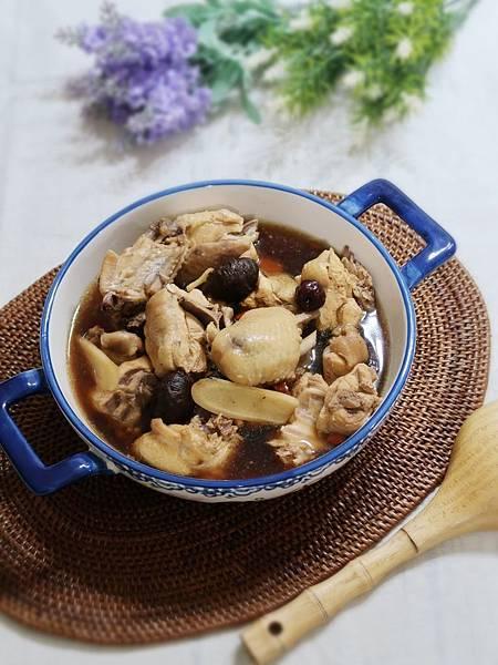 黑蒜頭養生雞湯