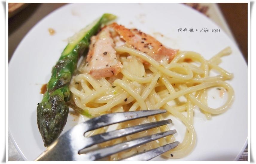 GRASSO 胖肚子。小餐館 海盜式碳烤現流鮭魚排蘆荀奶油麵 18.jpg