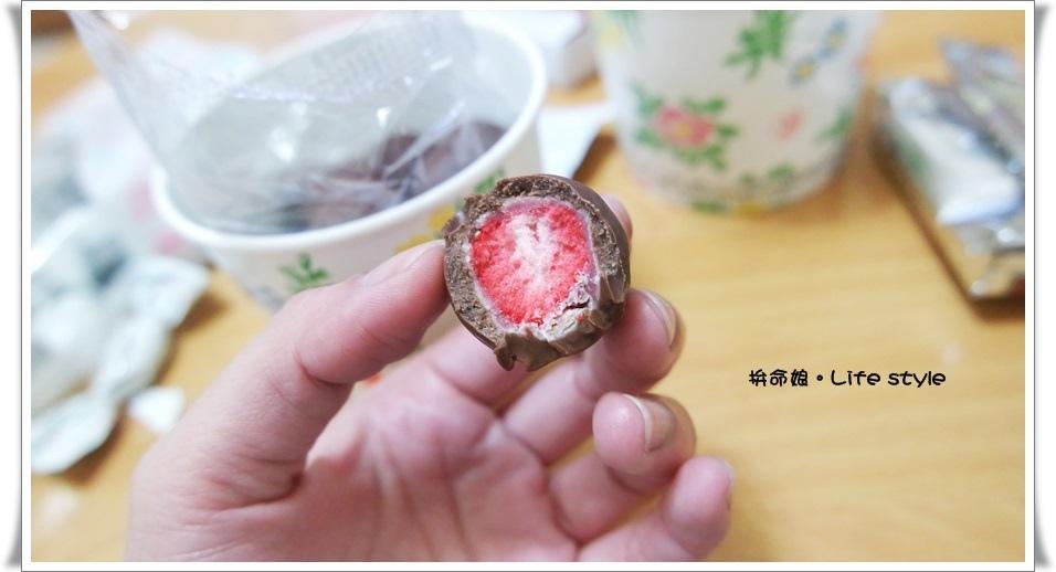 北海道伴手禮 杏仁白巧克力 六花亭 草莓巧克力 奶油葡萄夾心餅乾 11.jpg