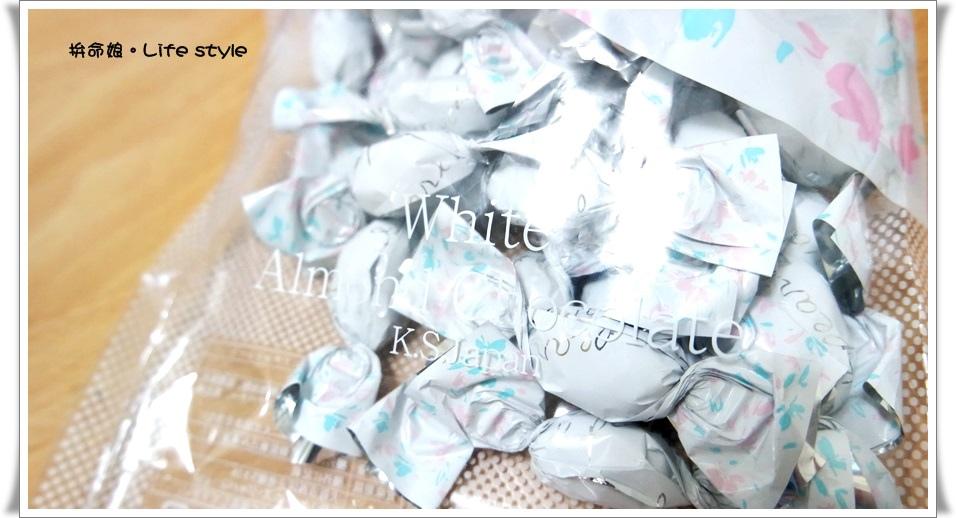 北海道伴手禮 杏仁白巧克力 六花亭 草莓巧克力 奶油葡萄夾心餅乾 12.jpg