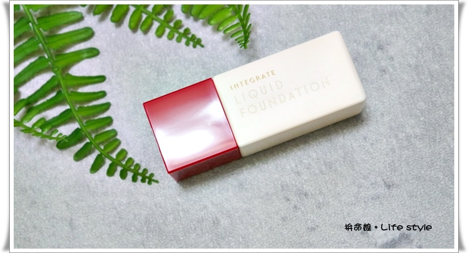 INTEGRATE 迷人光采粉底精華 OC10明亮色2.jpg