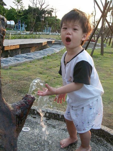 錦和公園玩沙2010-5-28 (4).jpg