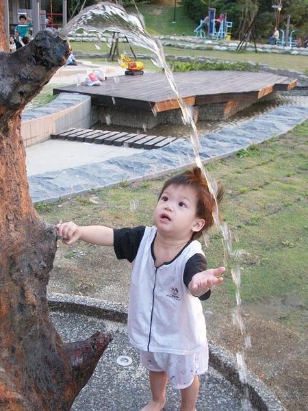 錦和公園玩沙2010-5-28 (7).jpg