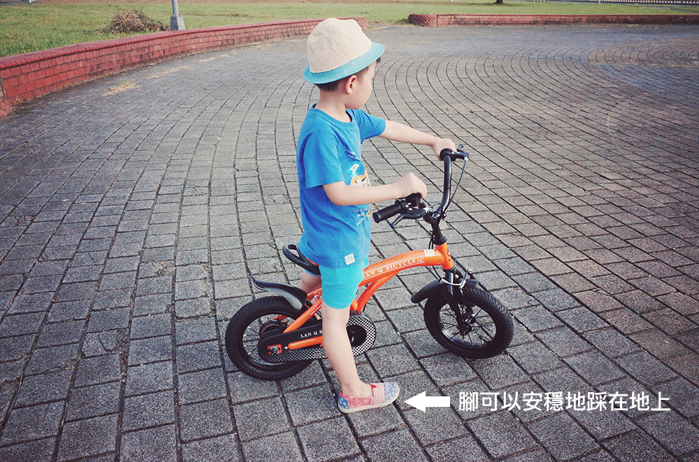 幼兒學騎腳踏車滑步練習