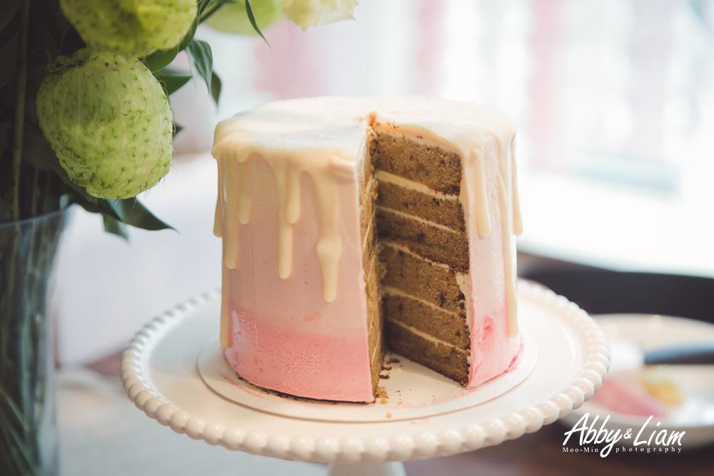 粉紅色女寶寶生日蛋糕