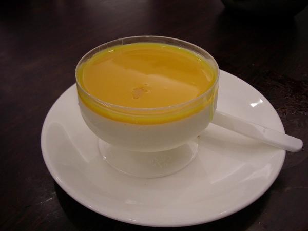 秀榕妹妹很愛的芒果奶酪.JPG