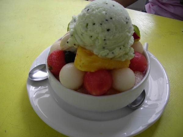 奇異果冰淇淋滿酸的.JPG