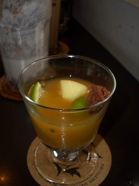 冰水果茶附的凍檸檬塊杯