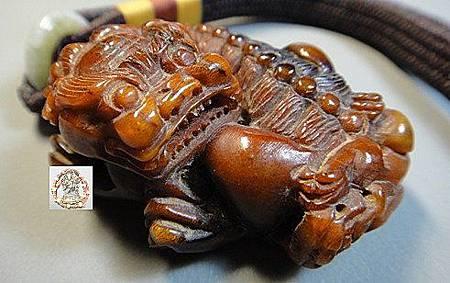 西藏羚羊角雕刻貔貅把件a
