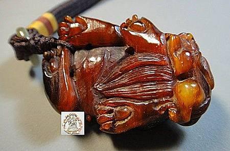 西藏羚羊角雕刻貔貅把件c