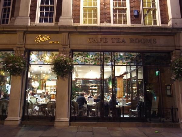 全英國最有名的茶屋---Betty's