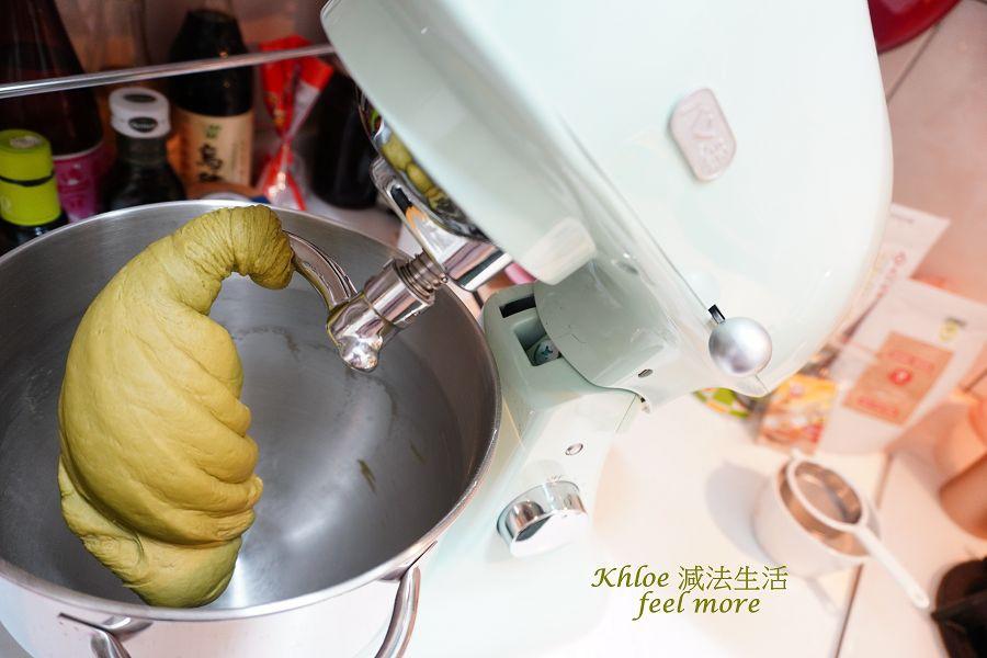 抹茶麵包食譜_麵團拉薄膜_005.jpg