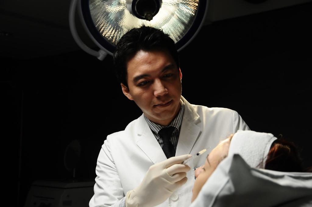 柯威志醫師.JPG