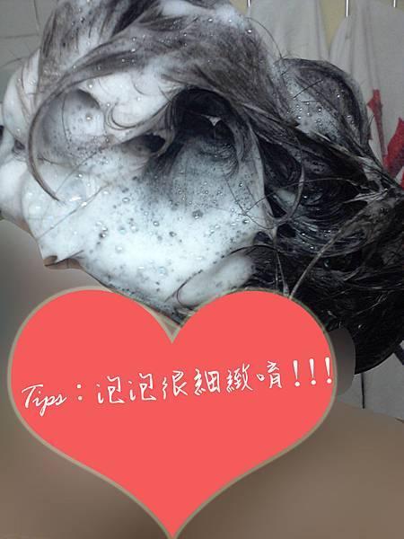 Dr.Formula 控油去屑洗髮精_搓洗出的泡泡
