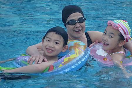 樂園酒店泳池2s.jpg