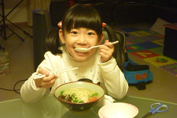 Ashley用餐1s.jpg