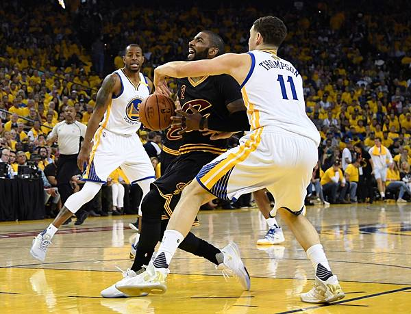 kyrie-irving-klay-thompson-nba-finals-game-2-2017.jpg
