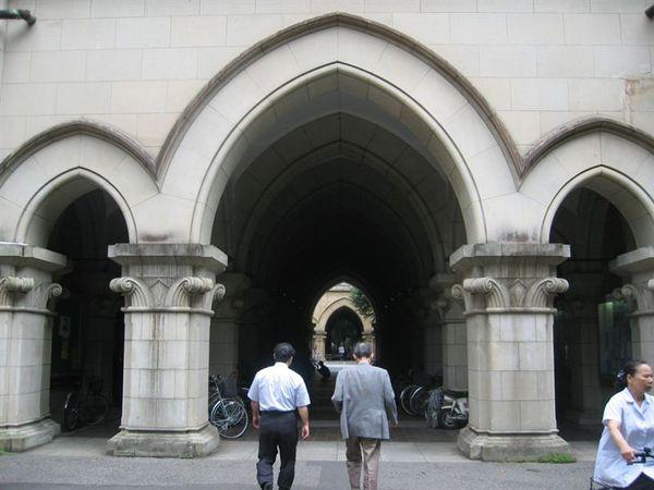 (左)我們見到的第一位教授--濱口教授