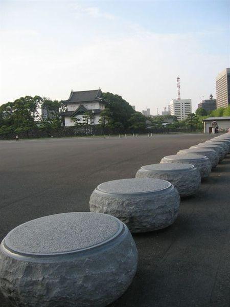 皇居外苑廣場上的石蹲