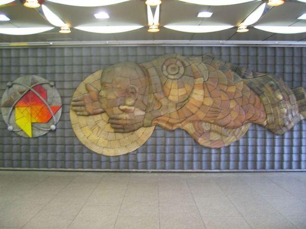 上野捷運站裡的浮雕