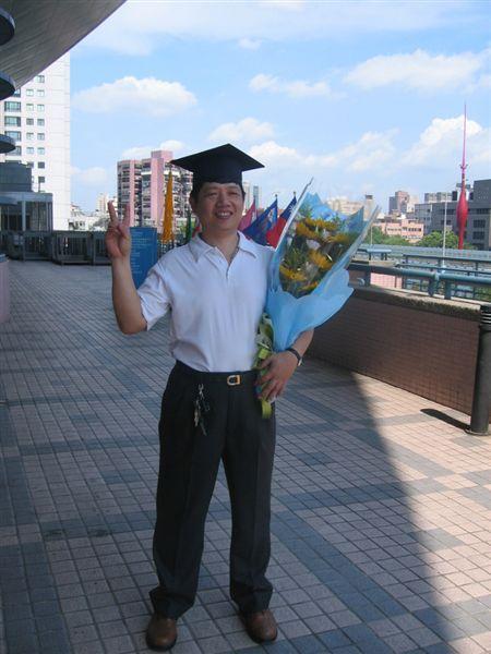 過了五十個年頭,老爸他....他他..終於要畢業了(神經)