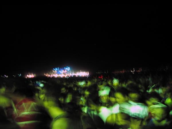 鬼影幢幢的回流人潮,遠方是呼喚著我們的大舞台~
