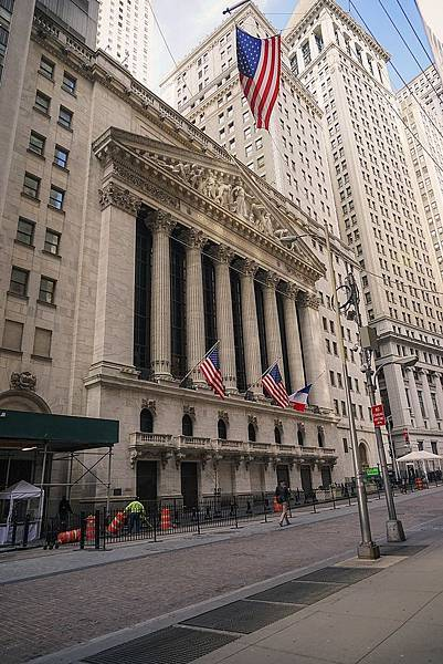 800px-New_York_Stock_Exchange_Facade_2015.jpg