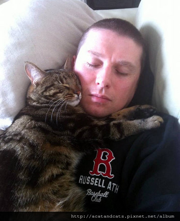 羅里:這就是我找到的新貓奴,他對我超好!