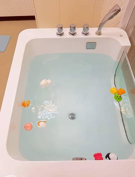 台北嬰兒游泳1.jpg