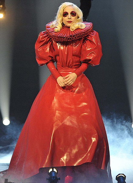 lady-gaga_queen-of-england4.jpg